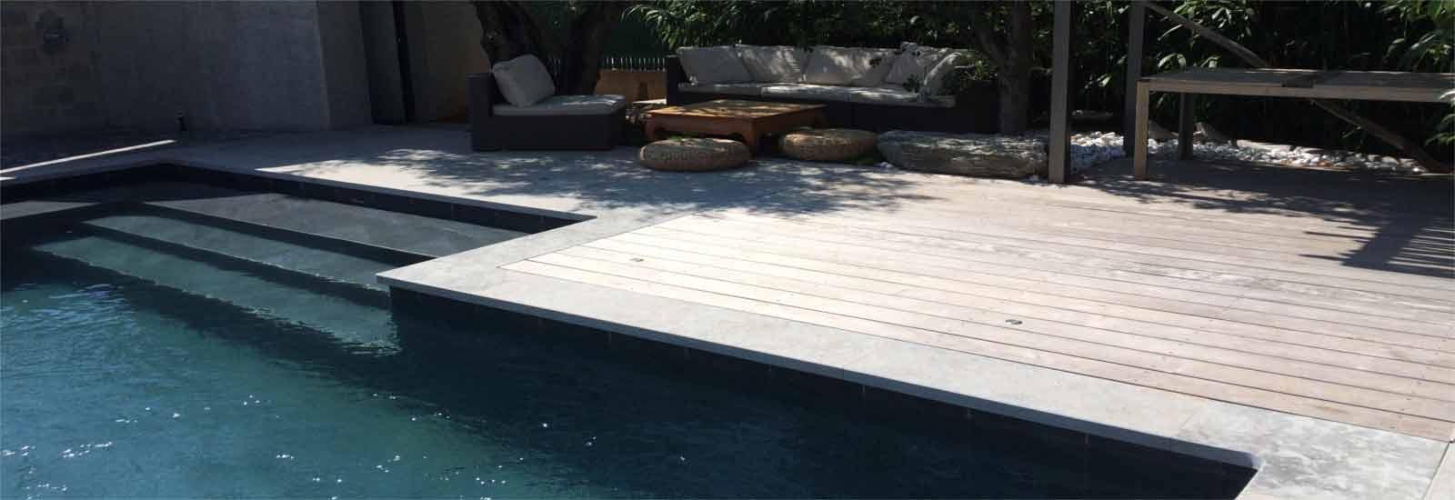 Contour de piscine en Ipé et pierres de Cénia