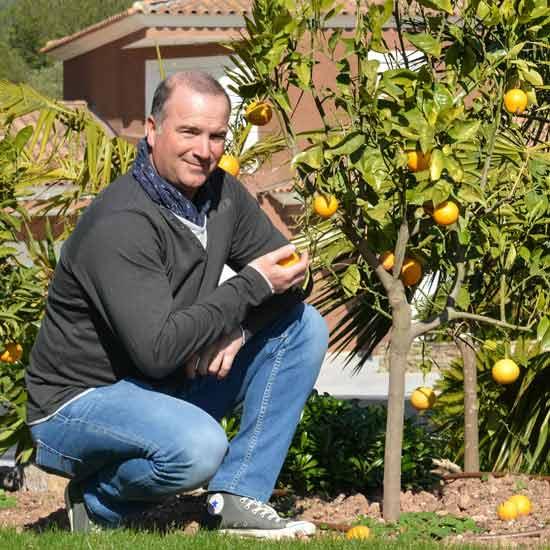 Denis Pichon vous présente des agrumes dans un jardin réalisé par le Jardin des Oliviers